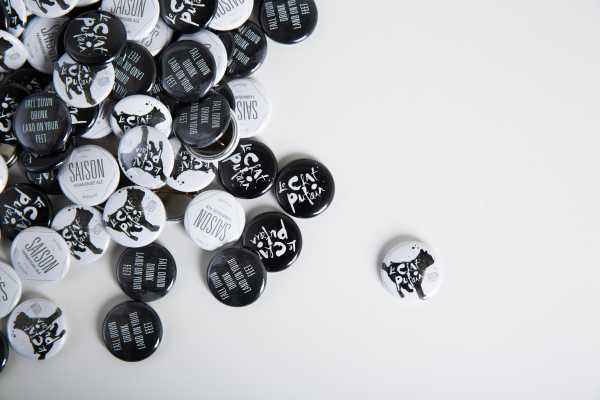 le chat putain buttons isolated
