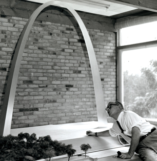 Saarinen with model